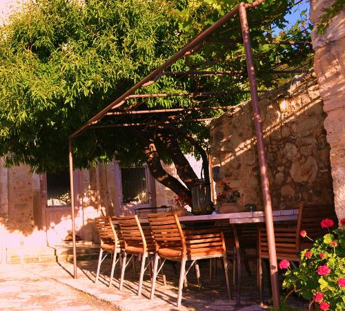 Βίλλα Κεράσια: the perfect place to relax or read a book