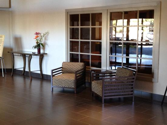 Embassy Suites by Hilton Hotel Phoenix - Tempe: New Lobby Furniture
