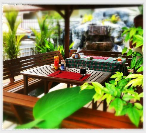 Phuket Gay Homestay - Neramit Hill: Frukostplatsen