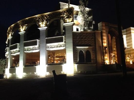 Lebanese House Um Khalil Restaurant: best Lebanese Meza in Jordan (since 1977) from home to home
