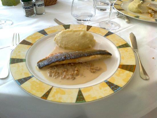 Le Mesnil: filetto di spigola con gamberetti e purea di patate