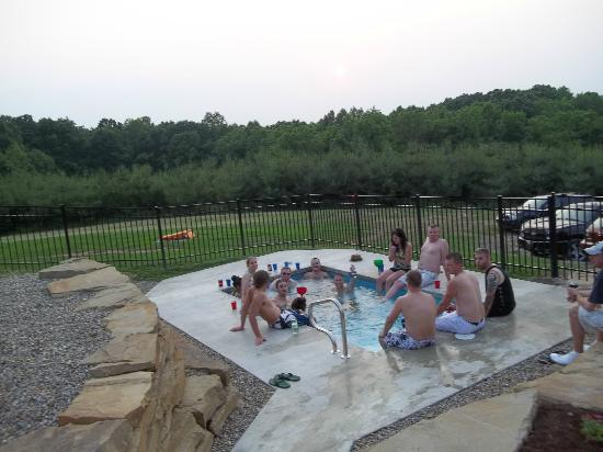 Cherry Ridge Retreat: Hot Tub