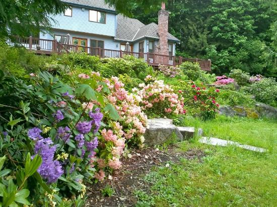Meritage Meadows Inn: Beautiful gardens