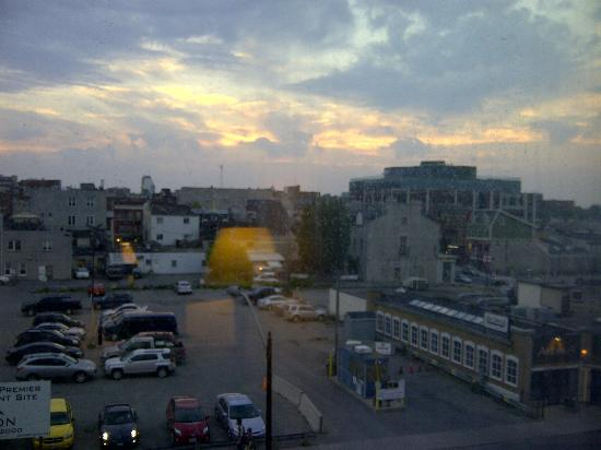 Confederation Place Hotel : View of the sun setting one evening