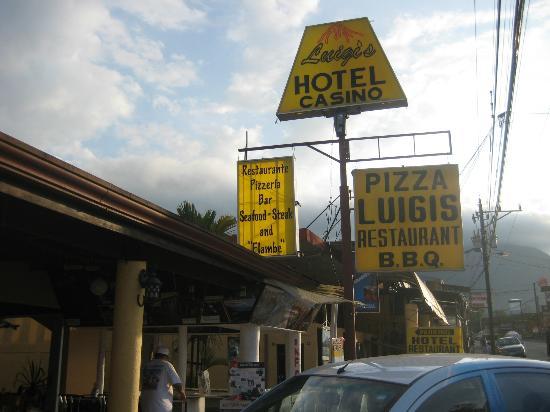 Luigi's Restaurant: Outside from the main street