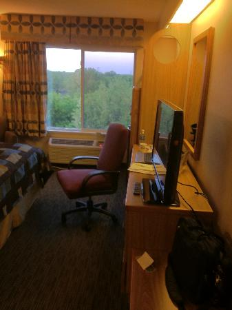 Days Inn Eagan Minnesota Near Mall of America: Desk Area, New TV & View Outside