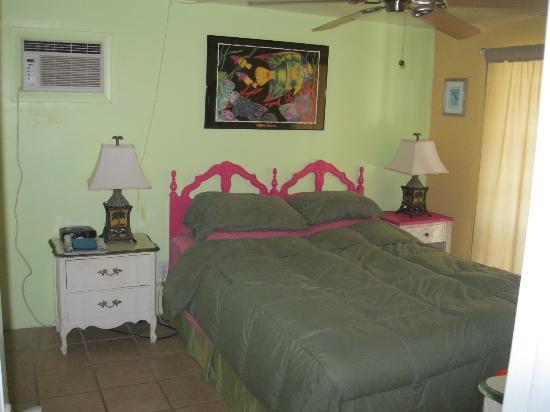 Changing Tides Cottages: bedroom of the Nature cottage