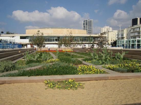 Habimah Square: The sunken garden