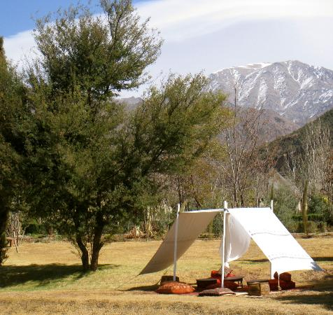 Kasbah Tamadot: We had our after-lunch-dessert in this newly installed tent