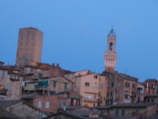 Stella Soldani Siena day tour guide: a walk in the evening