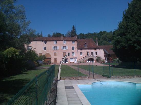 Moulin de Bugy : vue piscine