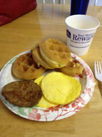 BEST WESTERN Orchard Inn: Waffles were good, made on the spot by the attendant.