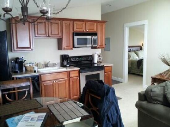 Nelscott Manor: Kitchen with dinning table.