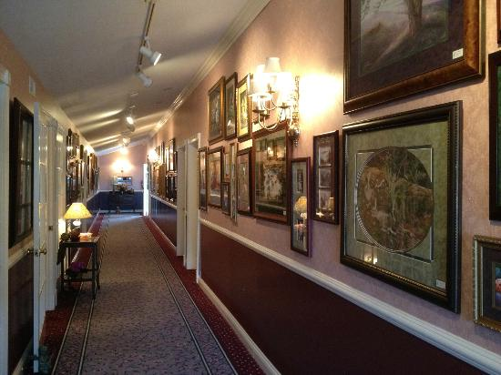 Hippensteal's Mountain View Inn: Hallway, with Vern's Paintings