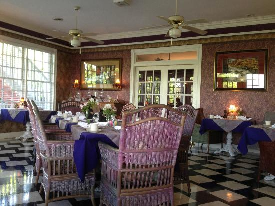 Hippensteal's Mountain View Inn: The Dining Room