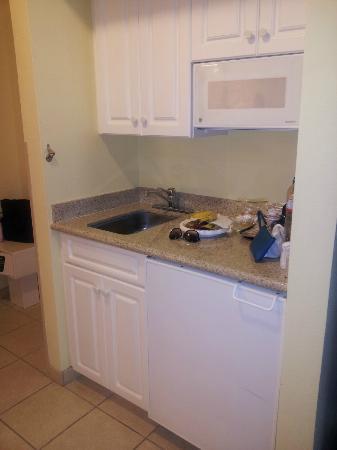 Comfort Suites: Kitchenette