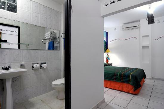 Hotel El Gueguense: inside a room