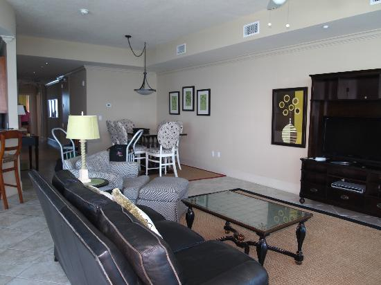 Bel Sole Condominiums: Living / dining area
