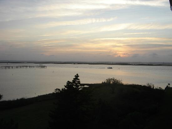 Waterside Inn: Great sunsets from our balcony nightly!