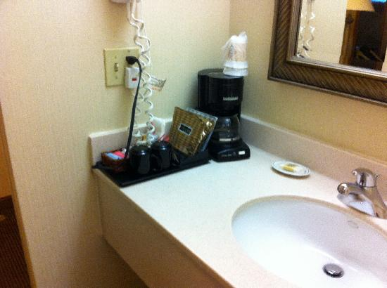 Radisson Hotel Cromwell: Crowne Plaza bathroom