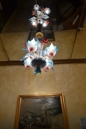 B&B Gli Angeli: Venetian Glass chandelier, foyer.