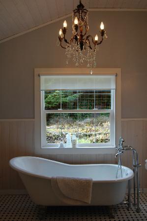Ardtara Luxury Cottages: Bathroom