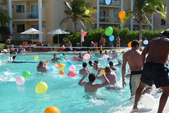 Juego Con Globos De Agua En La Pileta Picture Of Now Jade Riviera