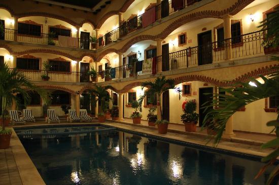 Playa del Carmen Hotel: Piscina