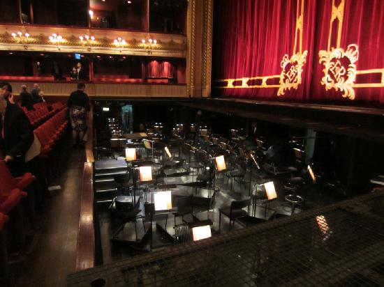 The empty orchestra pit picture of royal opera house for Orchestra house