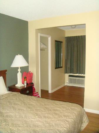 Point Pleasant Manor: King Room- very clean