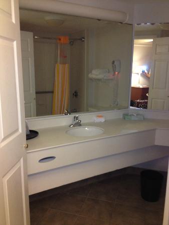 La Quinta Inn & Suites Shreveport Airport: Bathroom