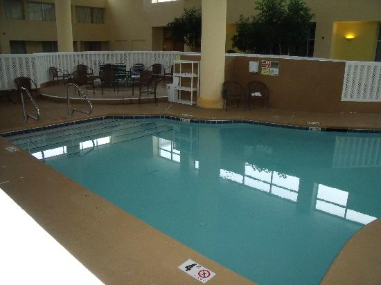 Quality Inn and Suites Airpark East: Indoor Pool