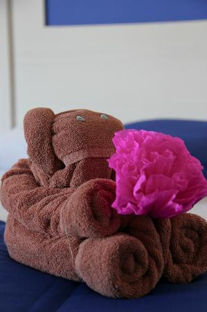 Hotel Riu Caribe: Toalla de recepción en la habitación...Cute!