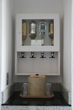 Hotel Riu Caribe: Bar en la habitación!