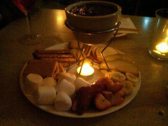Bailey's Cafe: small chocolate fondue - photo doesn't do it justice, though