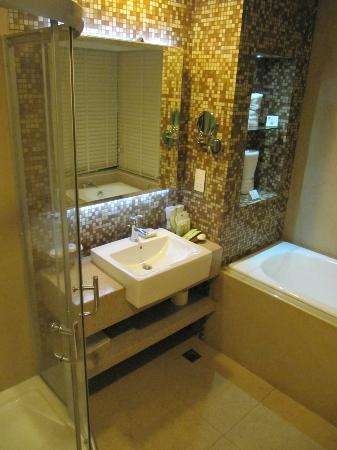 The Cocoon Boutique Hotel: Bathroom