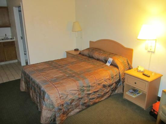 Studio 6 Ocean Springs: Bed