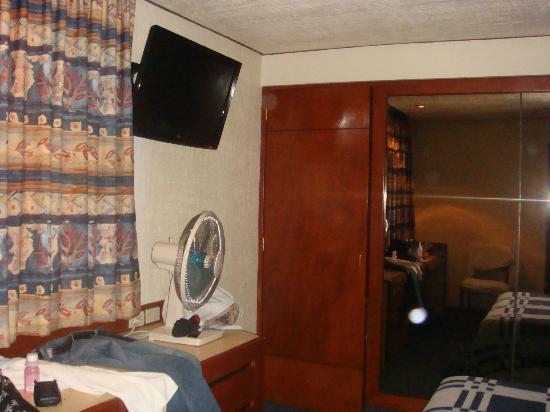 Hotel Manalba: tv plasma (habitación 404)