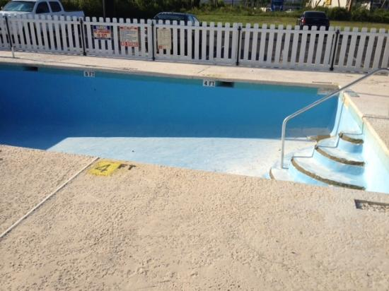 "Econo Lodge Pensacola: Empty, cracked pool under ""renovation""."