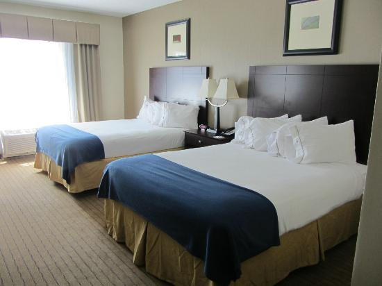 Holiday Inn Express Hotel & Suites Malone: Two double beds
