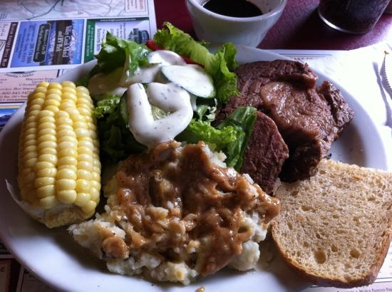 Sawtooth Lodge: Dinner!