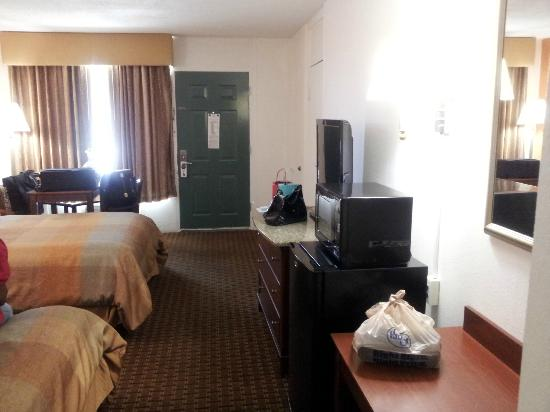BEST WESTERN Central Inn: Room 141