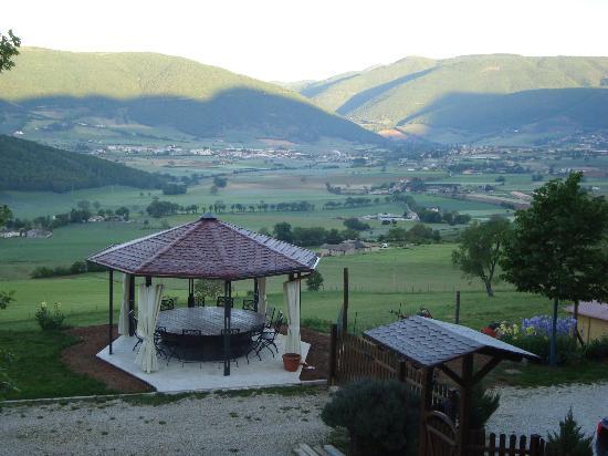 Agriturismo Casale Tozzetti: Das Tal von Norcia vom Casale aus