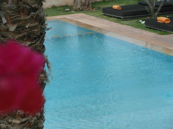 Sirayane Boutique Hotel & Spa : la piscine le matin