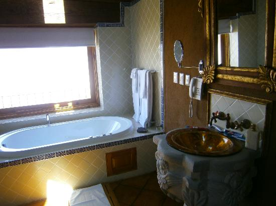 Hacienda Ucazanaztacua: The Bathroom