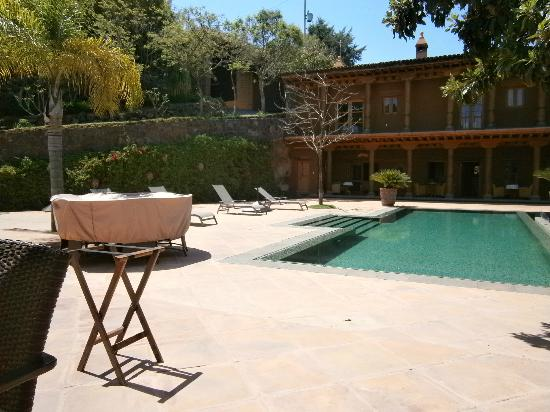 Hacienda Ucazanaztacua: Pool and terrace