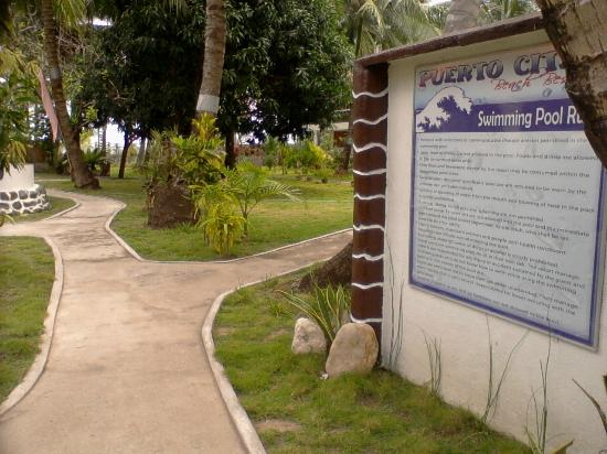 Puertocita's Beach Resort : Way to swimming Pool Area!
