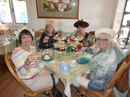 Chris' Tea Cottage : Tea with my wonderful forever friends