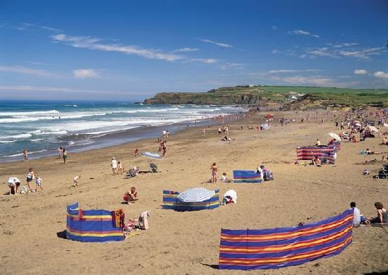 Widemouth Bay Caravan Park: Widemouth beach - safe bathing and surfing