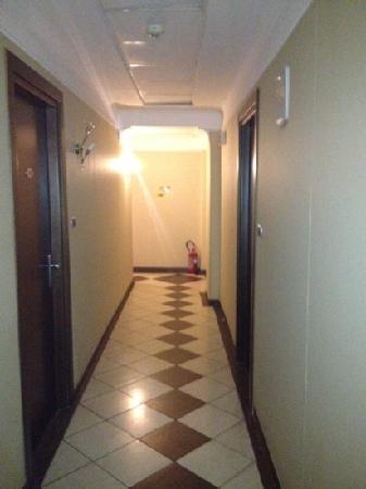 Guiren : 1st floor hallway